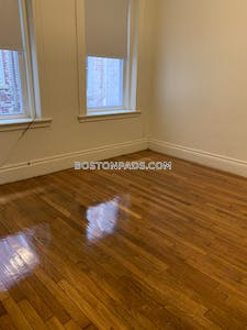 Allston/brighton Border Cozy 1 bedroom 1 bathroom apartment available for rent on Commonwealth Ave Boston - $1,650 No Fee