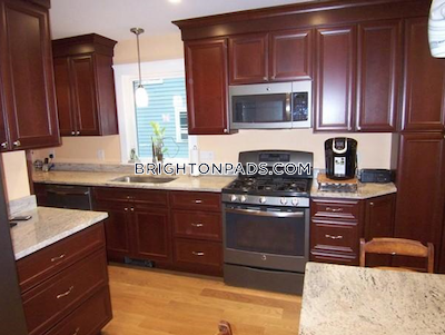 Brighton Fantastic 2 Bed 1 Bath on Glenmont St Boston - $2,800